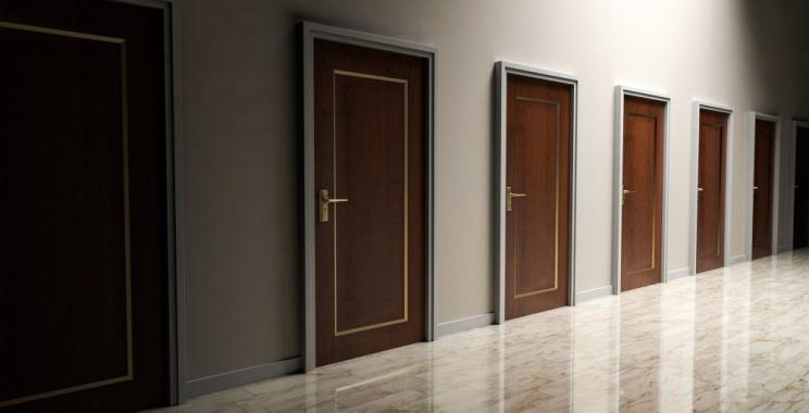 Ciekawe pomysły na oryginalne i wyjątkowe drzwi w Twoim domu