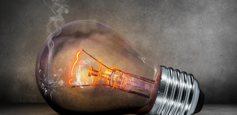Lampy wewnętrzne – co wybrać, jak dopasować do pomieszczenia?